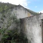 ruína de casa de colono na fazenda